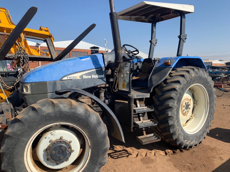 New Holland TS120
