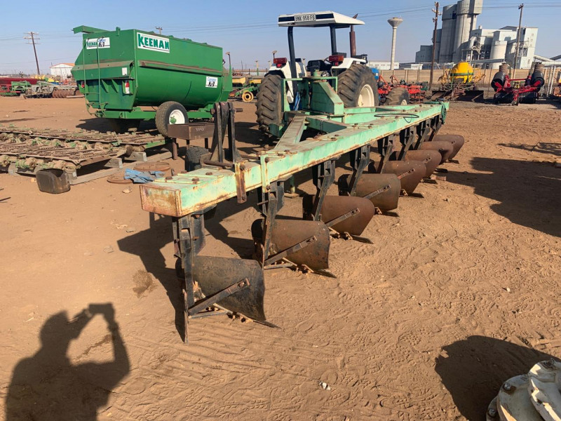 Agrico 8 Skaar on land bulk plough