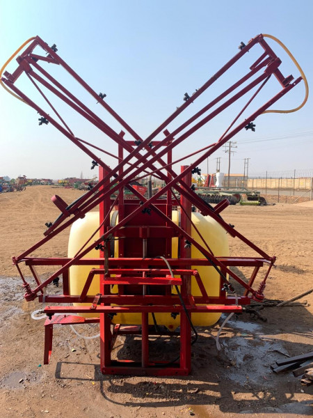 Hardi 800L 12M Spray